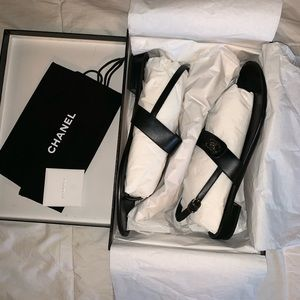 CHANEL BLACK LEATHER SILVER CC TURN LOCK SANDALS